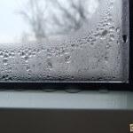 Конденсат на пластиковых окнах