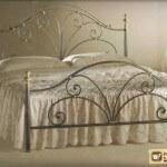 Кровать с кованой спинкой: дизайнерские решения