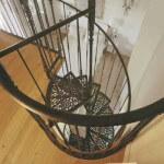 Металлические винтовые лестницы: основные составляющие, покрытие ступеней