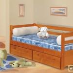 Детская односпальная кровать с ящиками. Её разновидности, требования к ней
