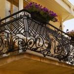 Кованые ограждения балконов: материалы, виды, стили